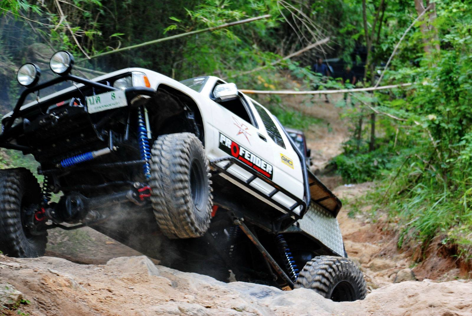 Profender Toyota Hilux one wheel in air