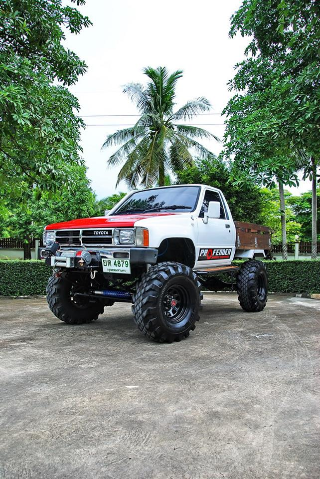 Front view of Toyota Hilux with Profender 4x4 kit