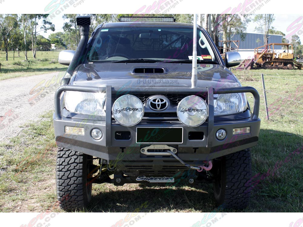Front view of Toyota Hilux fitted with 5 inch Superior Profender lift kit