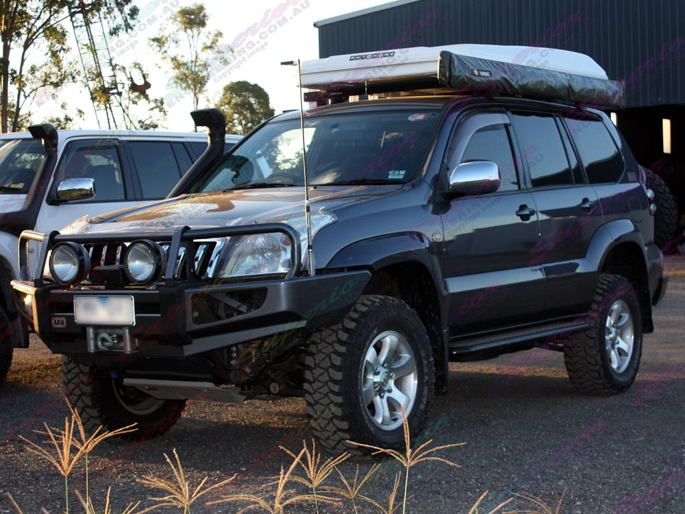 Front left view of a Toyota Prado 120 fitted with a 3 Inch Profender Lift Kit
