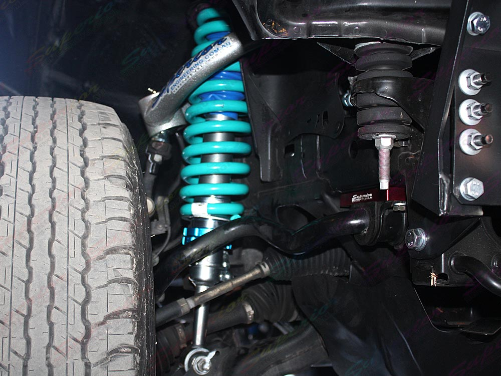 Front upper control arms and coil springs fitted to the FJ Cruiser