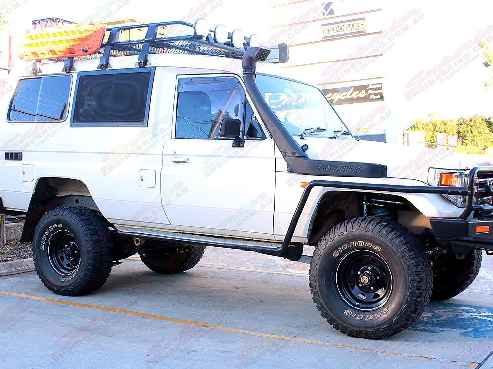 Complete 3 inch lift kit and suspenson components fitted to the Toyota Landcruiser 78 Series troop carrier
